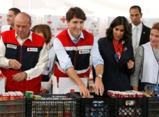VIDEO: Justin Trudeau armó despensas de la Cruz Roja