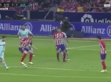 VIDEO: Diego Godín se luce ante Messi