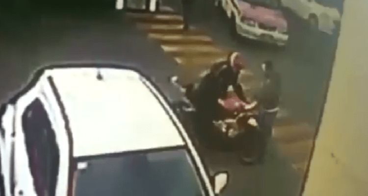 Video: Captan a policía abatiendo a asaltante