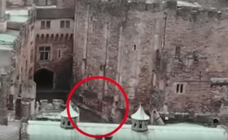 Un dron capta a un jinete fantasma en un castillo (VIDEO)