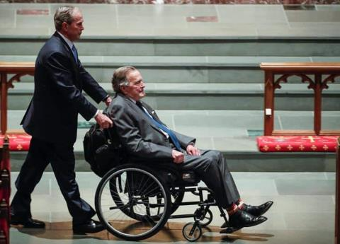 Hospitalizan en Houston a George Bush
