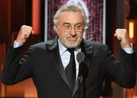 Insulta De Niro a Trump en los Premios Tony (VIDEO)