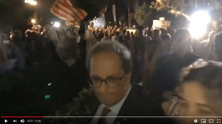 Independentistas abuchean al presidente Torra (VIDEO)