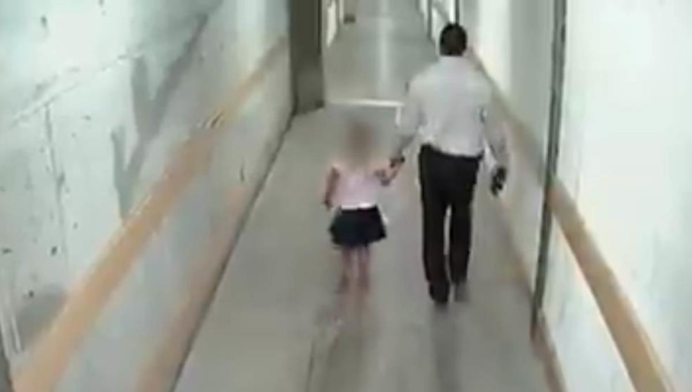 Cámaras captan a guardia de seguridad abusando de niña (Video)