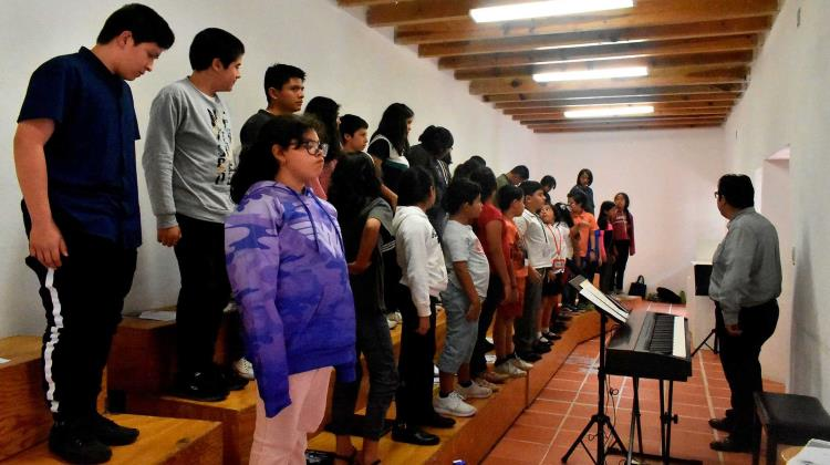 Children in Mexican neighborhood beat violence with art