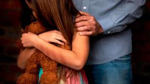 With only 11 years old, Mariana suffered sexual abuse from her father